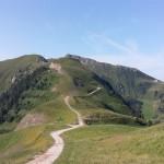 Il Dosso Capel, sullo sfondo il Monte Agnello